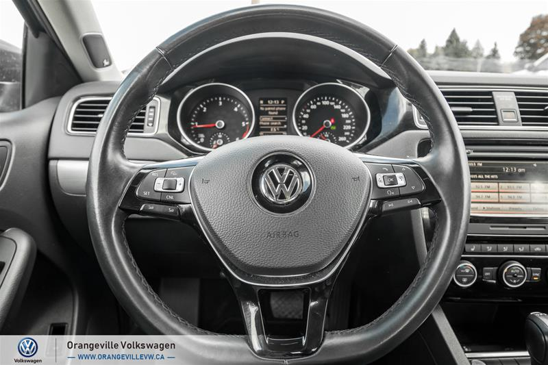 Certified Pre-Owned 2015 Volkswagen Jetta Highline 2.0 TDI 6sp DSG at Tip