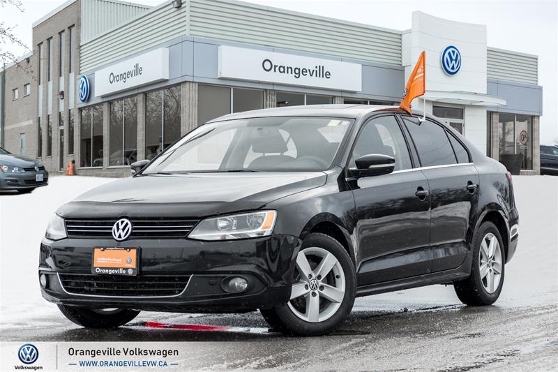 Certified Pre-Owned 2013 Volkswagen Jetta Highline 2.0 TDI 6sp DSG at Tip