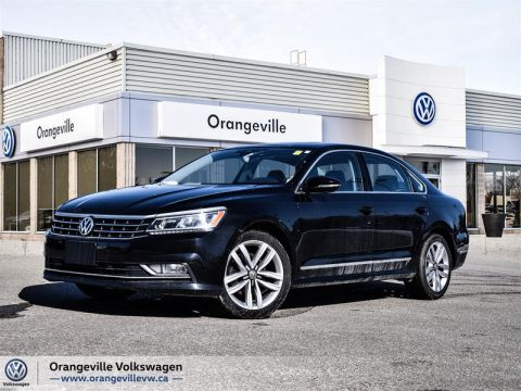 Certified Pre-Owned 2017 Volkswagen Passat Highline 1.8T 6sp at w/ Tip