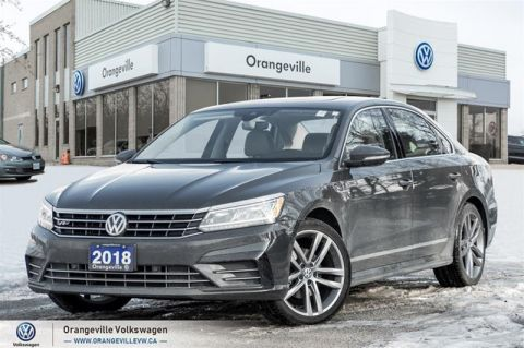 Pre-Owned 2018 Volkswagen Passat Highline 2.0T 6sp at w/Tip